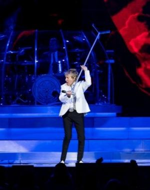 Stewart swung the microphone stand around several times during the show.