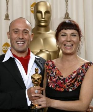 Adam Elliot and producer Melanie Coombs with their Oscar for Best Animated Short Film for <i>Harvie Krumpet</i> in 2004.