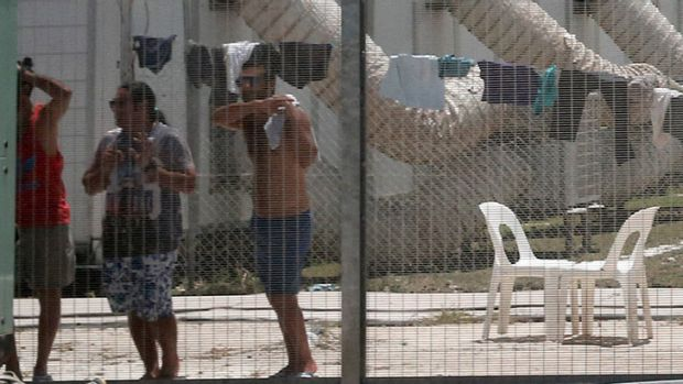 Peter Dutton's crackdown on 'fake refugees' slashes asylum seeker caseload from 7500 to 71