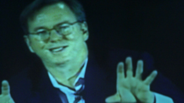 Google CEO Eric Schmidt has announced that he is resigning from the Apple board.