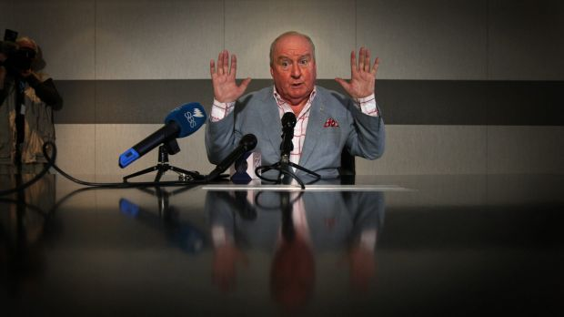 Radio veteran Alan Jones apologises for his remarks about Julia Gillard's father.