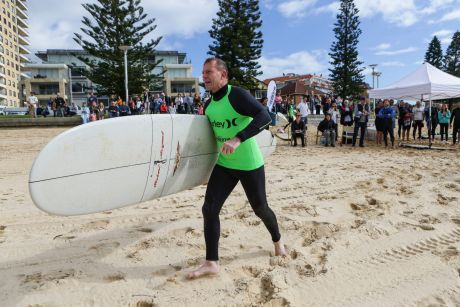 Prime Minister Tony Abbott heads down to the water for his heat at Queenscliff