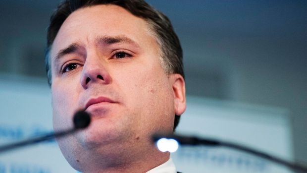 Regional Development Minister Jamie Briggs says David Buffett is not a suitable person to advise on Norfolk's future.
