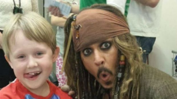 Johnny Depp made a surprise visit to the kids at Lady Cilento Hospital.