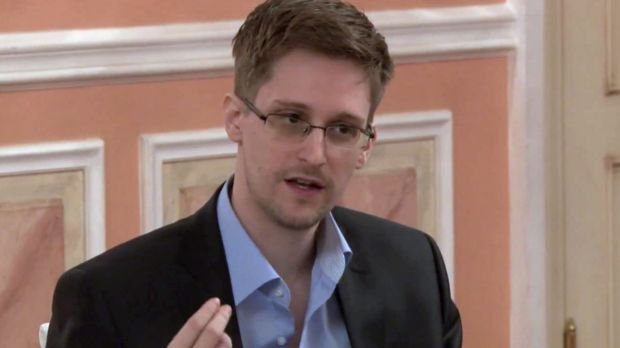 Whistleblower Edward Snowden is willing to return to the US, if given a fair trial.