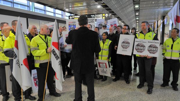 Union members in a stop-work meeting at Melbourne's international airport in 2015.