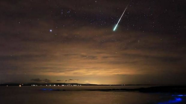 It'€™s not every day you get to see, let alone photograph, bioluminescence and then throw a meteor into the equation. ...