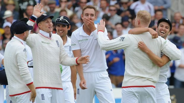 Pomicide: England can't believe their eyes as they decimate Australia.