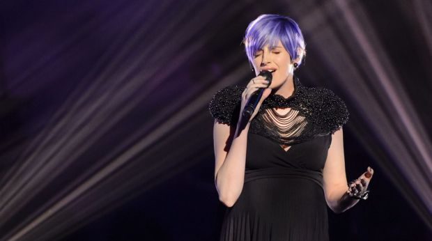 Canberra's Amber Nichols performs on The Voice while heavily pregnant.