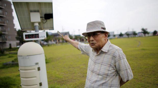 Atsushi Hoshino, a 87-year-old Hiroshima atomic bombing survivor, former college professor and ex-president of Fukushima ...