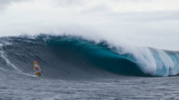 Alastair McLeod rides the Southern Ocean off Eddystone Rock