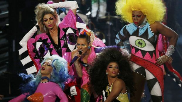 """Miley Cyrus and her 31 back up dancers perform """"Doo It"""" at the 2015 MTV Video Music Awards."""