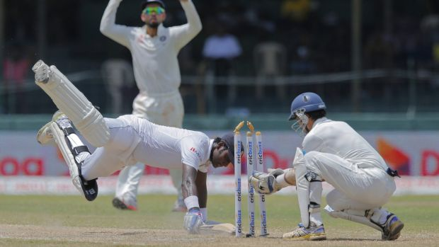 Sri Lanka's captain Angelo Mathews narrowly survives being run out.