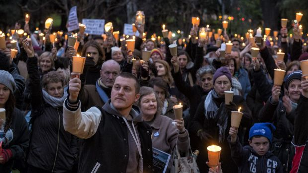 More than 1000 people gathered at a twilight vigil mourning asylum seekers who have died in their attempt to flee ...