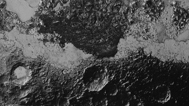 Does this image, taken by New Horizons from 80,000 kilometres away from Pluto, show dunes on the surface?