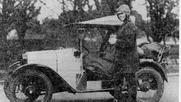 Alice Anderson next to her Austin 7 car, during her 1926 trip to Alice Springs.