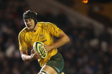 LEICESTER, ENGLAND - NOVEMBER 09:  Dean Mumm of the Wallabies runs with the ball during the tour match between the ...