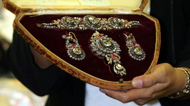 An officer of the Presidential Commission on Good Government (PCGG) shows a set of diamond studded brooch, bracelet and ...