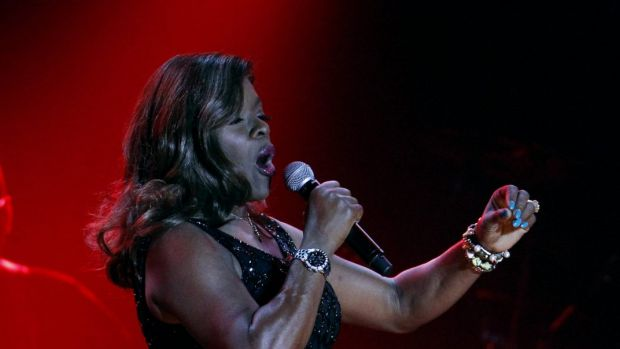 Marcia Hines in full voice on stage.