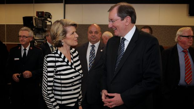 Foreign Affairs Minister Julie Bishop speaks with Loughnane in 2013.