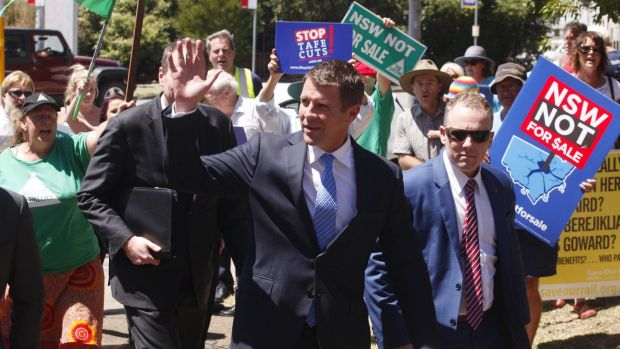 NSW Premier Mike Baird is met by protesters at Hunter TAFE.