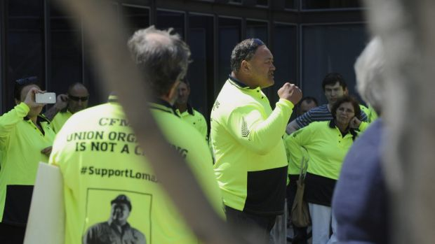 CFMEU organiser John Lomax addressing his supporters before entering the ACT Magistrates Court.