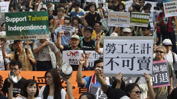 Protesters in Taipei rally against the meeting of Taiwan and China's Presidents on Saturday.
