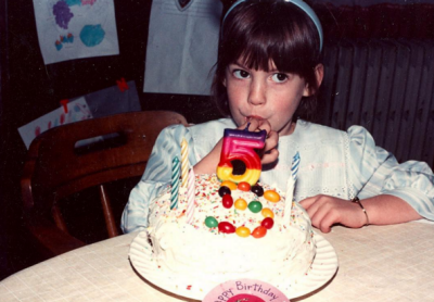 On the day she turned 33, Anne Hathaway shared this flashback to a previous birthday on her Instagram account.
