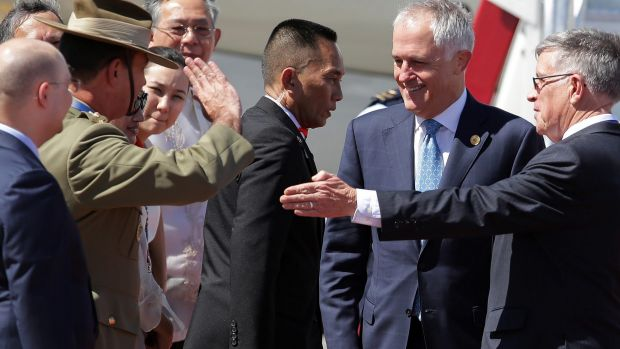 Australian Prime Minister Malcolm Turnbull receives a salute as arrives in Manilla for the the APEC summit.
