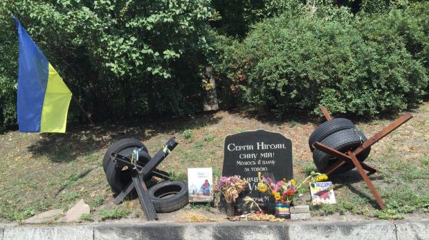 """A memorial to the first Euromaidan protester killed. The plate reads: """"Serhiy Nihoyan. My son! I pray and cry for you."""""""