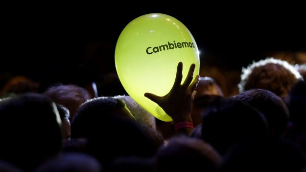 Let's change: A supporter of opposition presidential candidate Mauricio Macri holds a balloon with the logo of the party ...