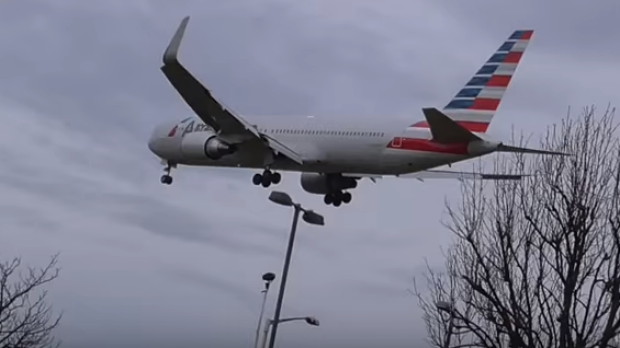American Airlines flight 199 makes an emergency landing at Heathrow Airport, captured on video by YouTube user bensflights.