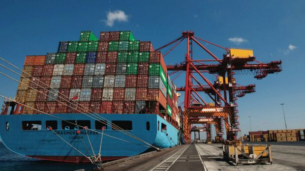 The ACCC has delayed its ruling on takeover bids for ports and rail operator Asciano.