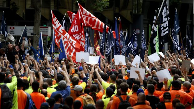Union members out in support of CFMEU leaders.