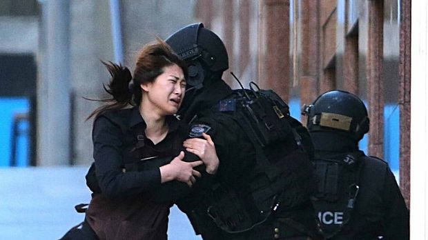 British police officers will review the conduct of NSW officers who dealt with the Lindt Cafe siege.