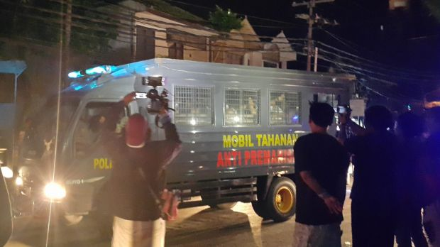 Indonesia police transfer prisoners from  Kerobokan jail in December 2015. On the side of the police bus it says ...