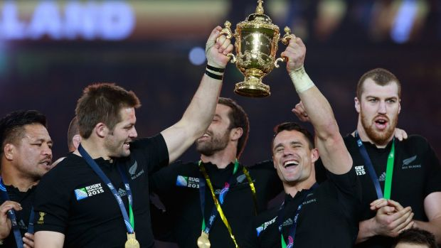 The All Blacks with the Webb Ellis Cup.