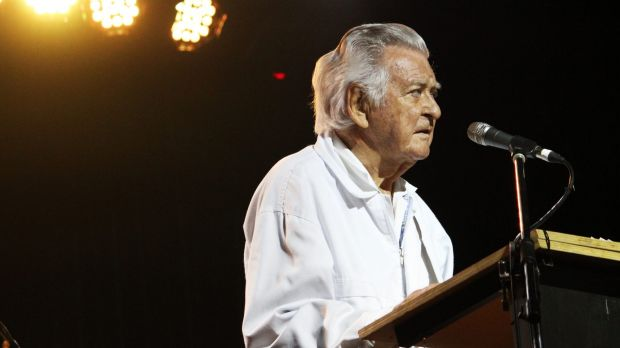 Bob Hawke speaks to a packed house at Woodford Folk Festival.