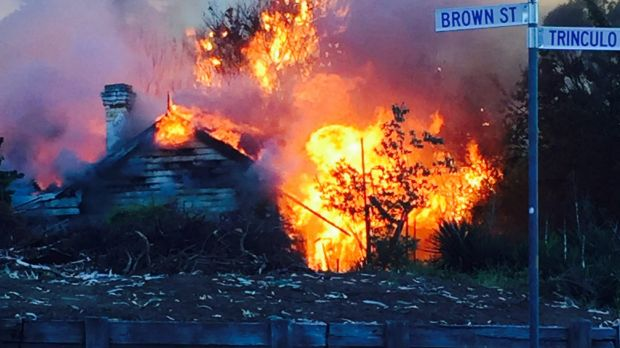 Fire destroyed Cantle's Cottage in Queanbeyan.
