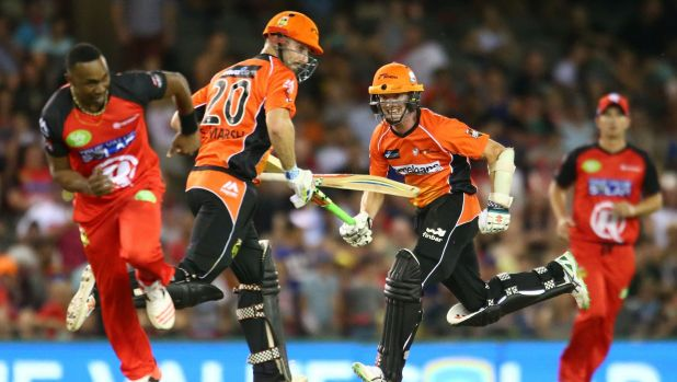 Michael Klinger and Shaun Marsh of the Scorchers take a single as Dwayne Bravo scurries back to try and effect a runout.