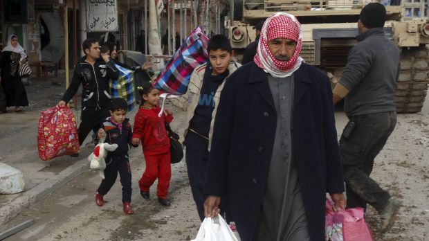 Fleeing the conflict in Ramadi on Thursday.