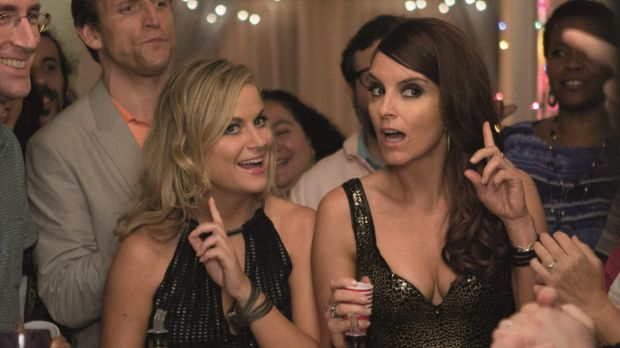 Amy Poehler (Maura Ellis) and Tina Fey (Kate Ellis) in Sisters.