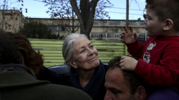 """""""Nobody leaves home unless they have to, do they?"""": Actress and activist Vanessa Redgrave visits Eleonas refugee camp in ..."""