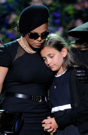 Janet Jackson (L) comforts Michael Jackson's daughter Paris Katherine Jackson during the Michael Jackson public memorial ...