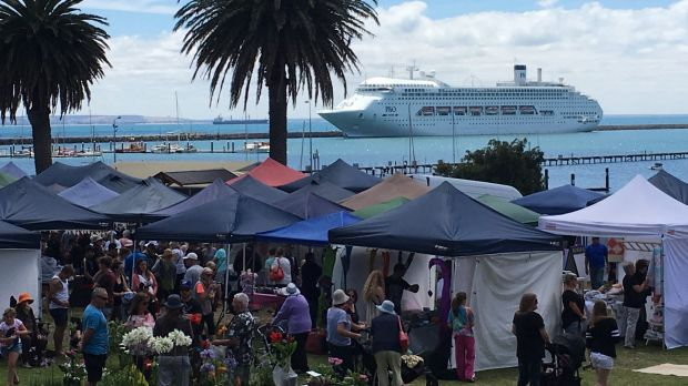 Crowds at the Portland seafront for the arrival of the Pacific Jewel. The MV Portland is in the background.