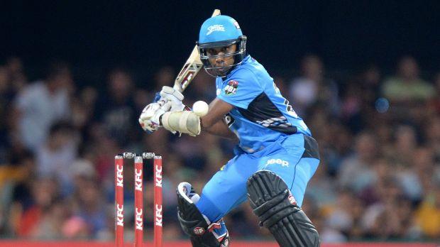 Mahela Jayawardena of the Strikers gets ready to cut.