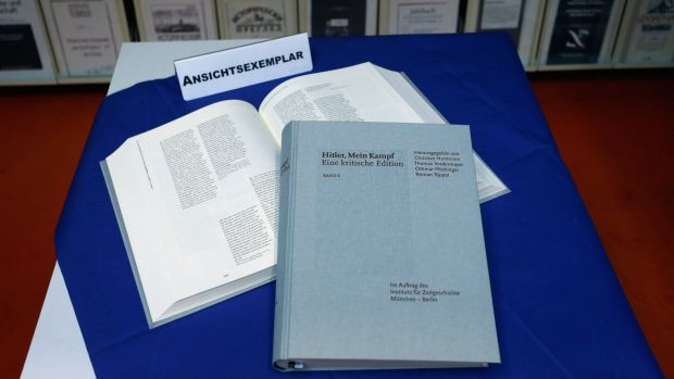 Together the two volumes of the new edition weigh 4.5 kilograms.