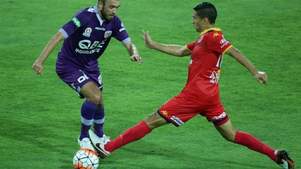 Marcelo Carrusca closes down Gyorgy Sandor of the Glory.