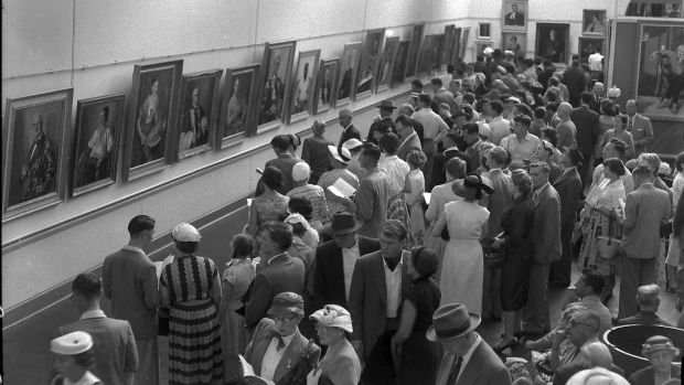 Members of the public viewing the Archibald Prize entries at the National Art Gallery in Sydney on 20 January 20, 1957.