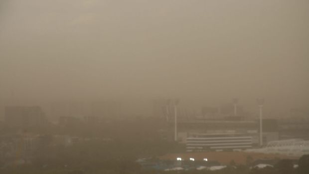 A dust storm brought a quick end to a 42-degree day.